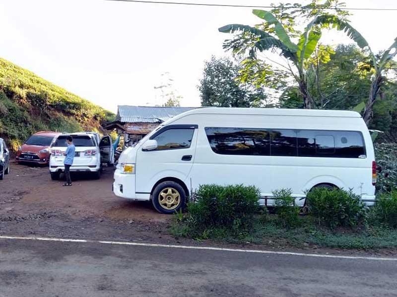 foto hiace luxury untuk wisata depok